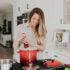 Dívka v kuchyni