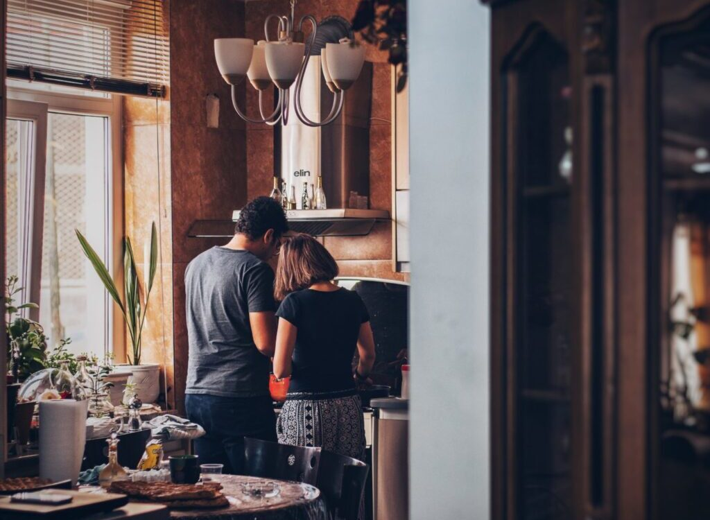 Pár v kuchyni