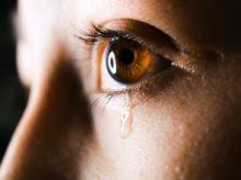 dívka co pláče